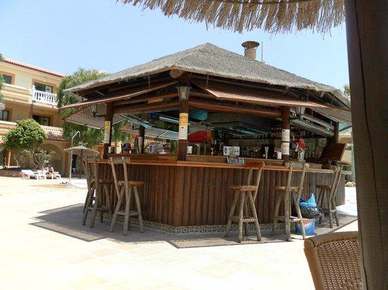 Elba Lucia Sport & Suite Hotel: pool bar