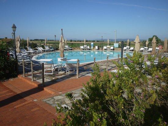 La piscine picture of antico borgo casalappi campiglia for La piscine review