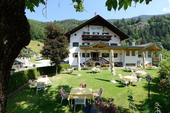 Hotel Jagerhof : Hotel außen Sommer