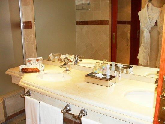 Hotel Jardin Tropical : La salle de bain
