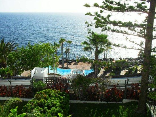 Hotel Jardin Tropical : La piscine en bord de mer