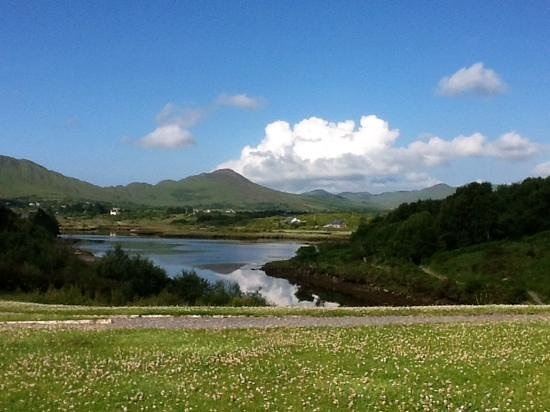 Sneem Hotel: Fantastic view from front of hotel