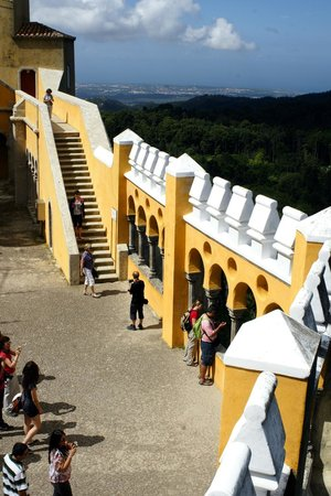 Park and National Palace of Pena: Battlements