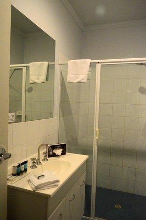 Franklin Central Apartments: bathroom