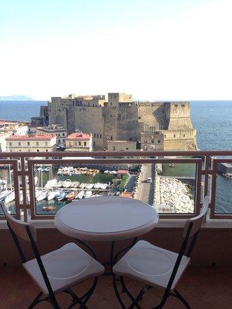 Grand Hotel Vesuvio : capri sullo sfondo