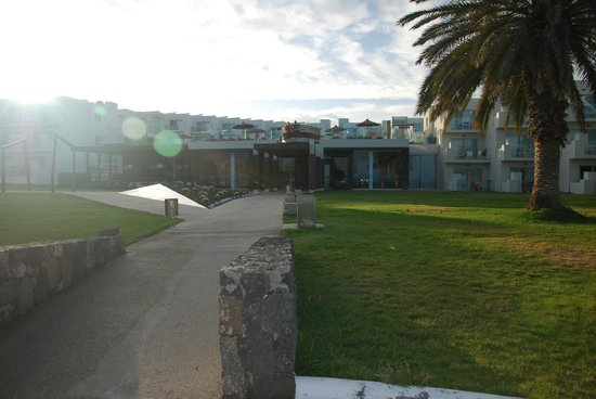HD Beach Resort: Widok na hotel od strony plaży