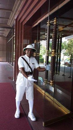 Sheraton Towers Singapore: Chandra (Portier)