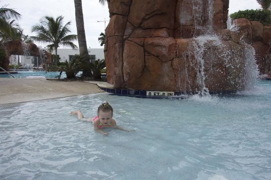Trump International Beach Resort: pool