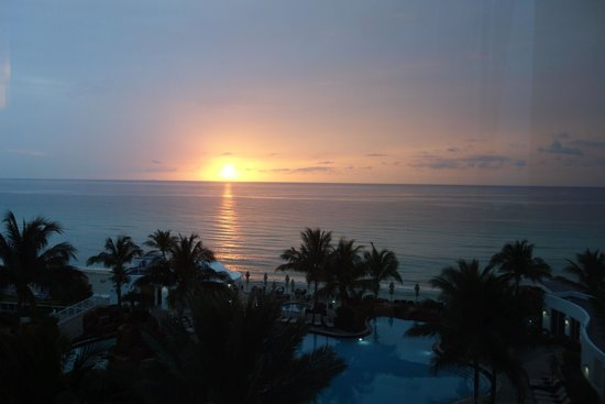 Trump International Beach Resort: sunrise