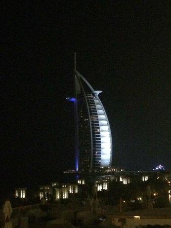 Jumeirah Beach Hotel: vista dalla camera di notte