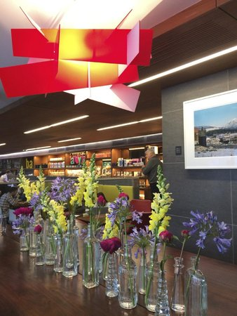 Fairmont Pacific Rim : Breakfast cafe on ground floor