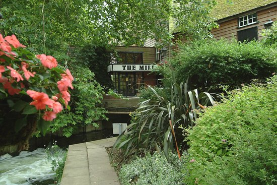 Sonning on Thames, UK: The entrance to the Box Office, Waterwheel Bar and Theatre