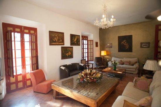La Molina de las Monjas: Salón con espectacular mesa de trillo