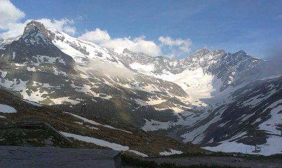 Berghotel Rudolfshütte: stunning southeast panorama w glacier