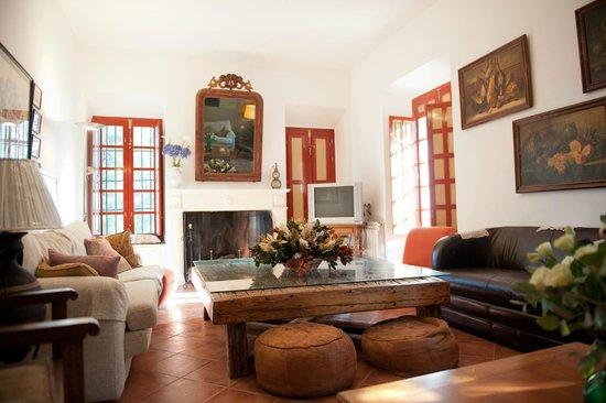 La Molina de las Monjas: Salón con chimenea centenaria