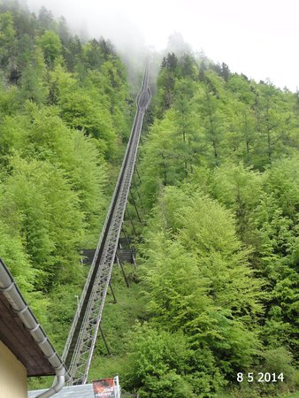 Salz Welten: The funicular tracks up the hill
