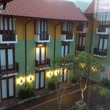 HARRIS Hotel Tuban: view pf the courtyard