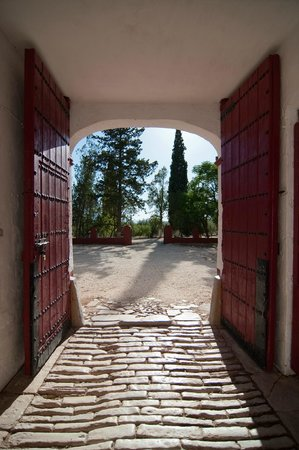 La Molina de las Monjas: Portón principal del Cortijo