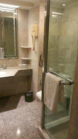Chaophya Park Hotel : Bathroom - Business Deluxe Room