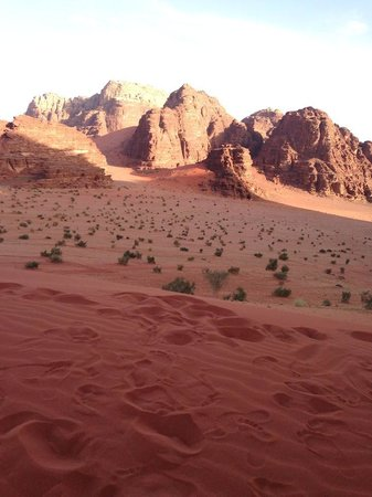 Captain's Desert Camp: Over the sand dune!