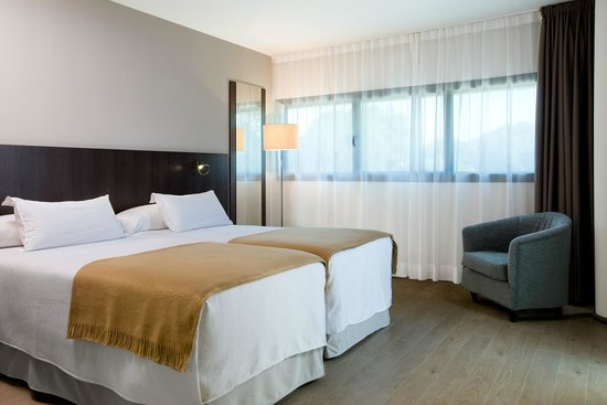 NH Gijón: Guest Room