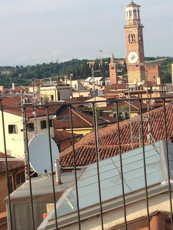 Escalus Luxury Suites Verona: Stunning view from roof terrace