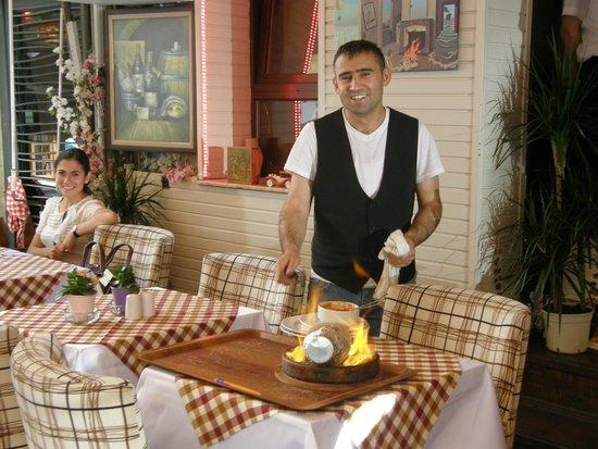 Adora Hotel: Hakan praparing to serve lamb casserole