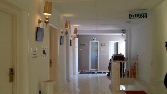 Chulia Heritage Hotel: Walk way towards washroom