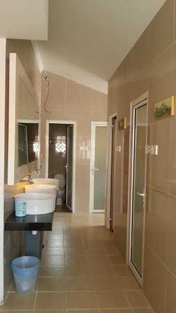 Chulia Heritage Hotel: Washroom area