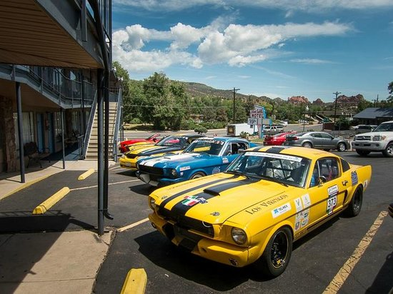 Silver Saddle Motel: Race Cars, parked for Pikes Peak Hill Climb