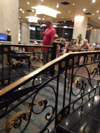 Aurora Oriental Resort Sharm El Sheikh: Singin in reception bars