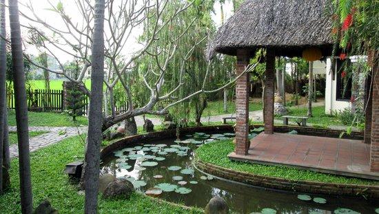 Hoi An Trails Resort: petit jardin