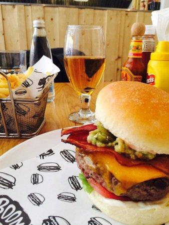 Boom! Burgers: Boom Burger mit extra guacamole