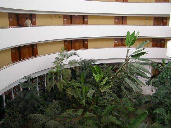 Barceló Sevilla Renacimiento: Inside view of the corridors