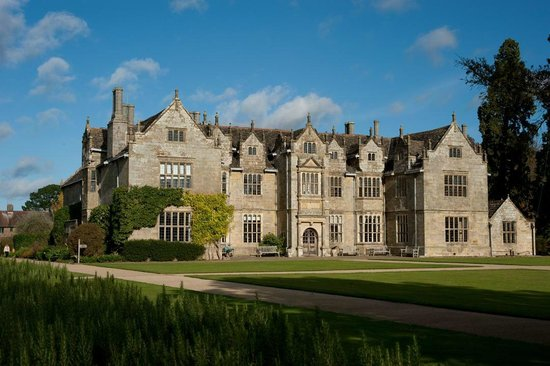 Haywards Heath, UK: Wakehurst Mansion