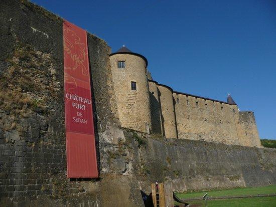 Château Fort de Sedan : Mur d'enceinte