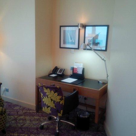 Movenpick Hotel West Bay Doha: Desk