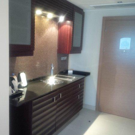 Movenpick Hotel West Bay Doha: Kitchenette