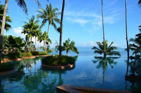 Anantara Bophut Koh Samui Resort: Pool overlooking the sea
