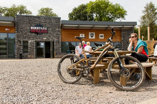 Bike Park Wales: Outdoor sitting area