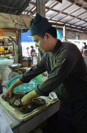 Anantara Bophut Koh Samui Resort: our chef inspecting local produce at the market