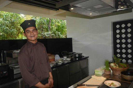 Anantara Bophut Koh Samui Resort: our chef teaching us typical Thai recipes