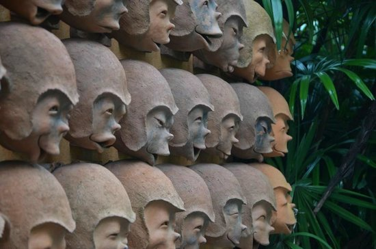 Anantara Bophut Koh Samui Resort: The Monkey Expression Wall