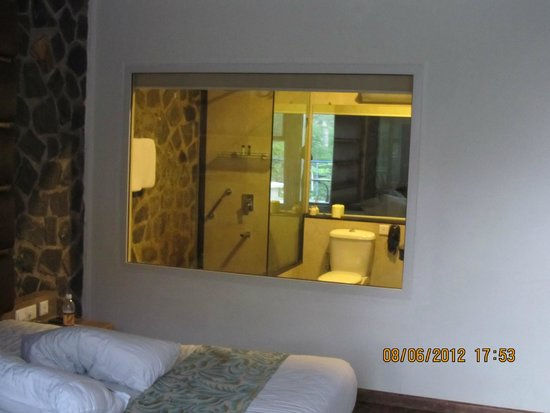 Great Trails Yercaud by GRT Hotels: Shower Room