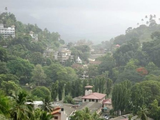 Kandy City Center: VIEW OF KANDY FROM OUR HOTEL WINDOW