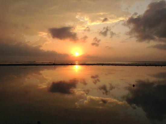 Inna Sindhu Beach: sunrise in Sanur