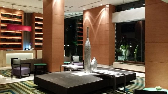 Courtyard by Marriott Bangkok: Check-in