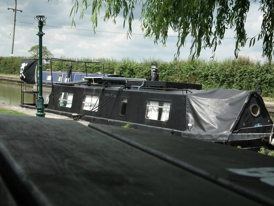 The Barge Inn: Barge moored by the pub