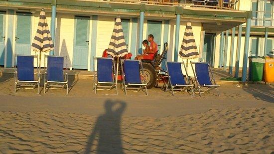 Grand Hotel Continental : Tirrenia Continental: la spiaggia