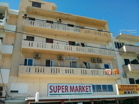 Sea-View Apartments : Dalla strada